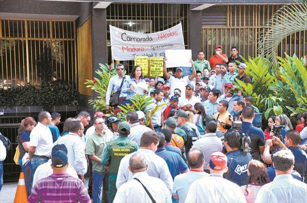 Tienen cinco meses sin recibir pagos:  Suplentes de Corpoelec esperan por cargos fijos