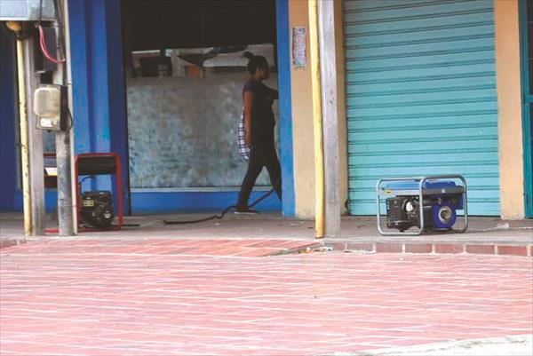 Los vecinos quieren calentar la calle por la incompetencia de Corpoelec:  Apagones hierven sangre de iturricenses