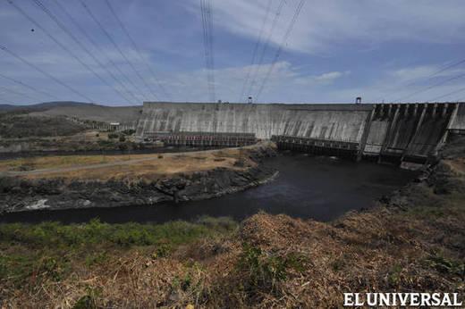 Descartan la restricción de cargas en sector eléctrico