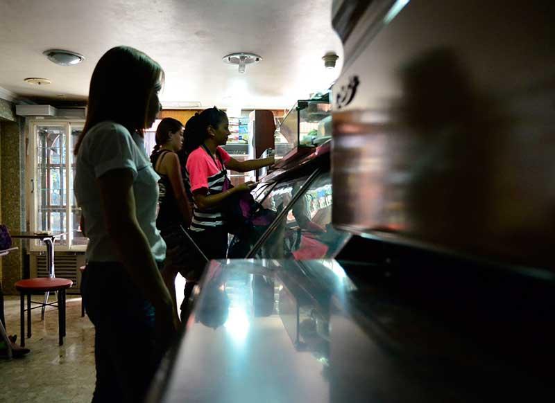 """Ventas de helados se """"derriten"""" por los apagones en Anaco"""