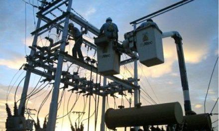 Registran fallas eléctricas en10 estados del país
