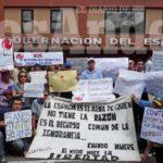 Exigen la firma del contrato colectivo:  Trabajadores de Corpoelec protestaron en Gobernación por ajuste salarial