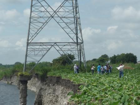 De la línea 115 kV Araure-Guanare:  CORPOELEC y Gobierno Regional atienden emergencia en torre de transmisión aledaña al río Acarigua