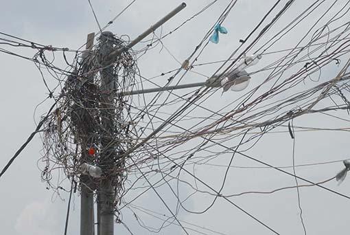 Redes de Corpoelec constituyen un peligro para los vecinos