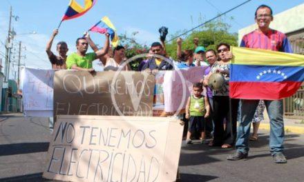 Vecinos protestan en Veritas por falta de luz