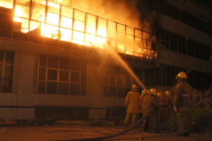 Manos criminales habrían provocado incendio en el edificio de Corpoelec