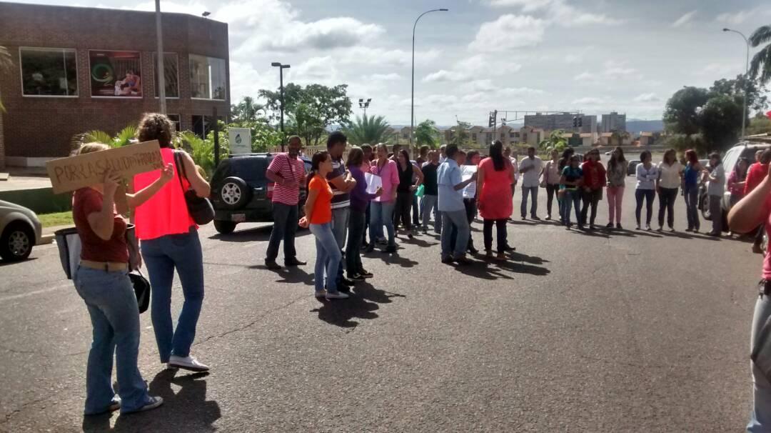 Trabajadores de Corpoelec reclaman por mejoras del HCM