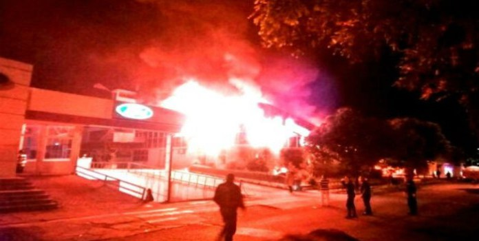 Motta Domínguez: Incendió en sede administrativa Corpoelec-Táchira fue causado por molotov